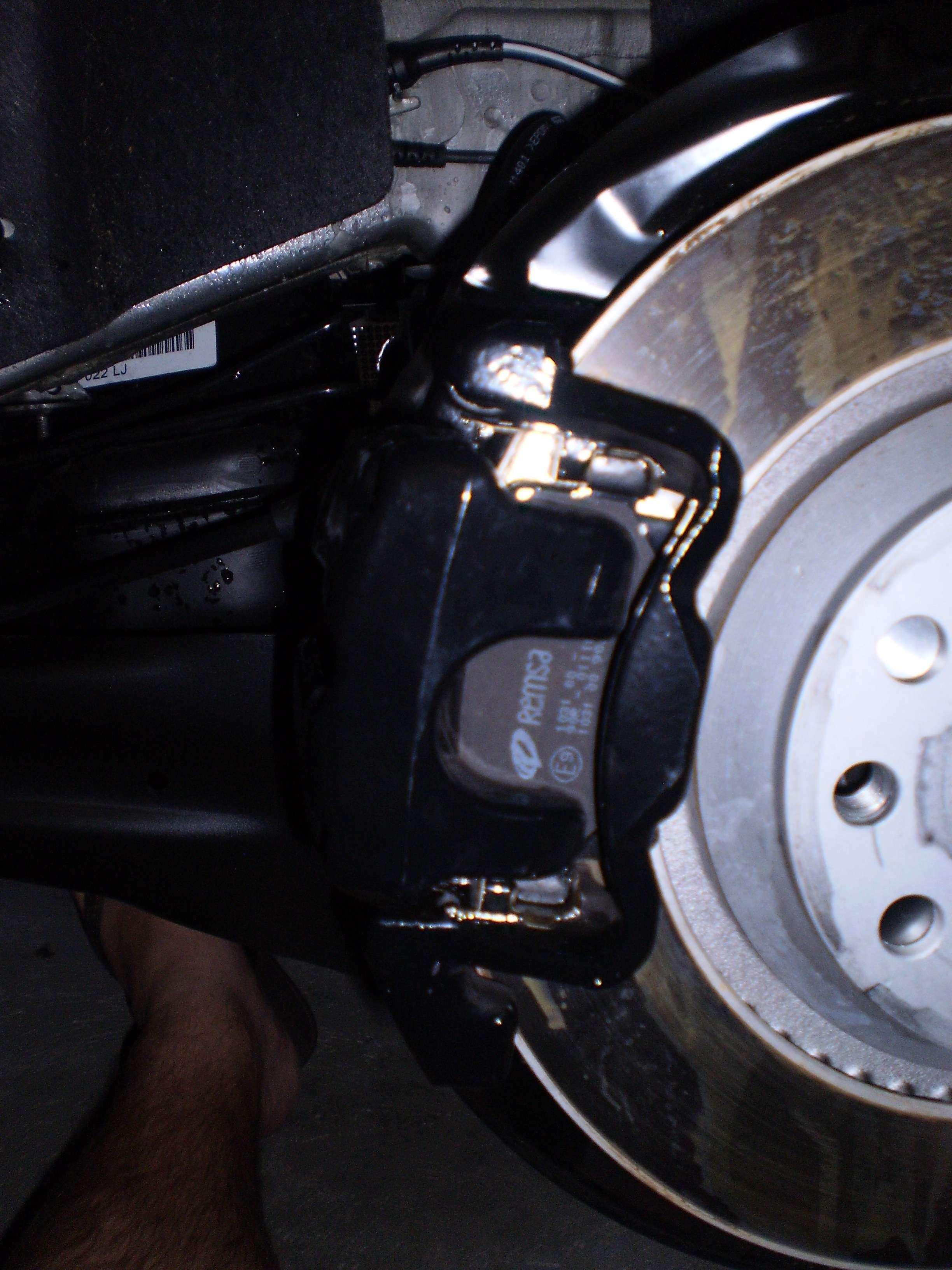 DIY - changing/upgrading the brake pads on Golf R (Remsa